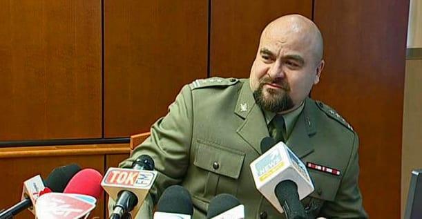 polsk_anklager_sårede_sig_selv_i_hovedet_med_pistolskud