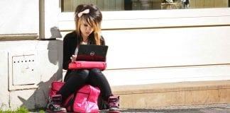 unge_polakker_er_aktive_på_internet_og_sociale_medier