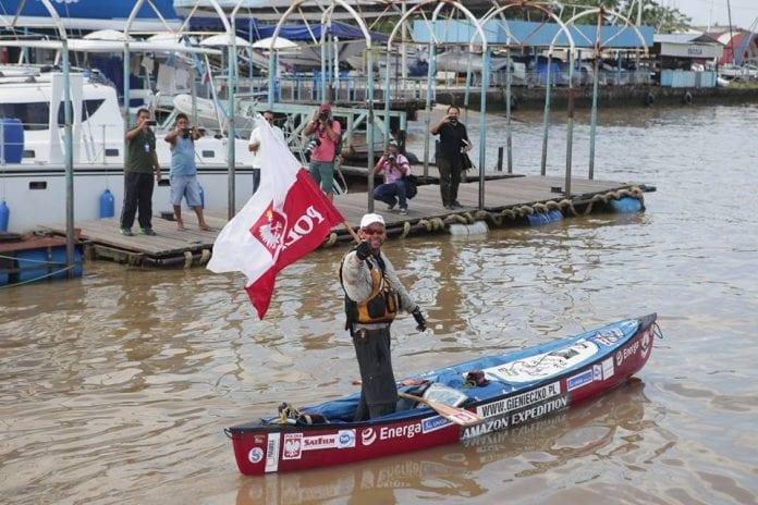 Polak_i_guiness_rekordbog_efter_kano_tur_på_Amazonfloden
