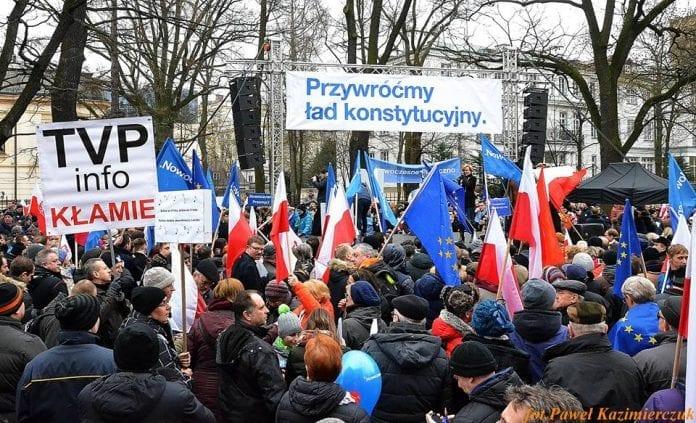 flertal_af_polakker_stoetter_hoejesteret_imod_regeringen_i_polen