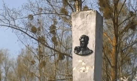 sovjetiske_statuer_tages_ned_i_polen_rusland_protesterer
