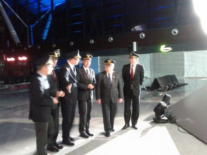 lech_walesa_ved_terminalaabning_i_gdansk_airport