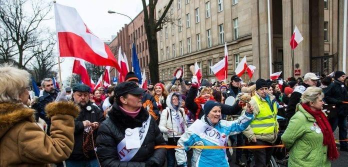 polakker_i_demonstration_efter_hoejestrerets_afgoerelse