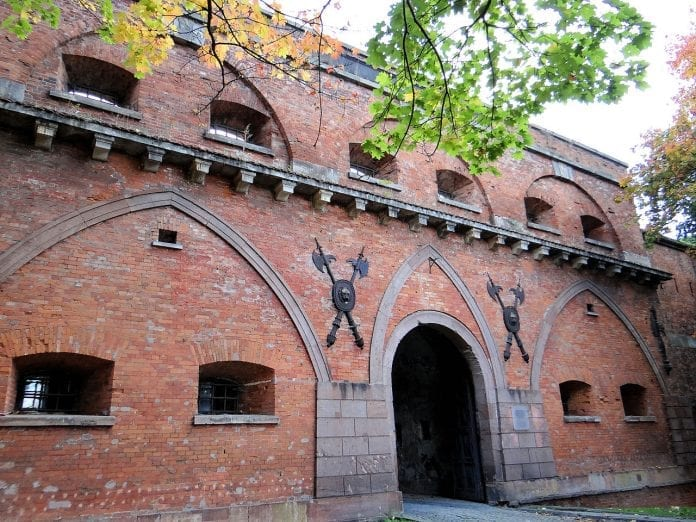 gate_bielanska_of_citadel_in_warsaw_-_01