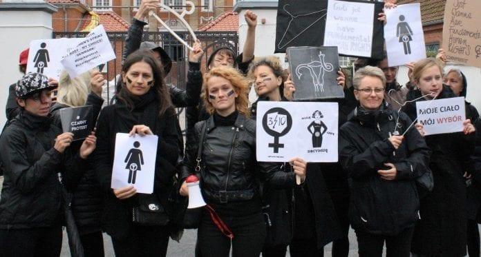 polish_woman_strike_copenhagen_polske_kvinder_abort_lov_jens_moerch_ambassade