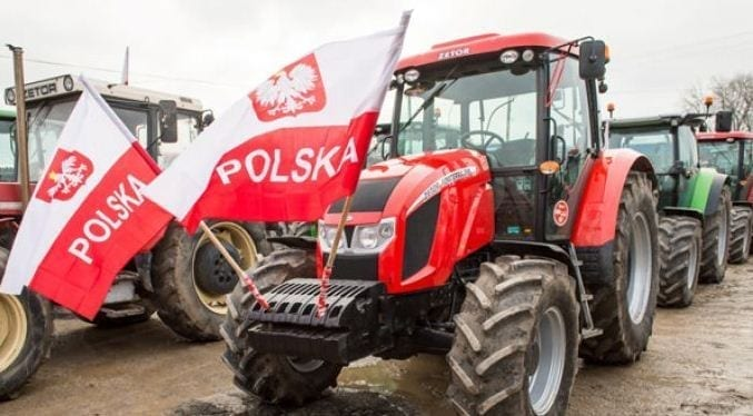 polske_landmaend_i_protest_og_blokade_med_traktor