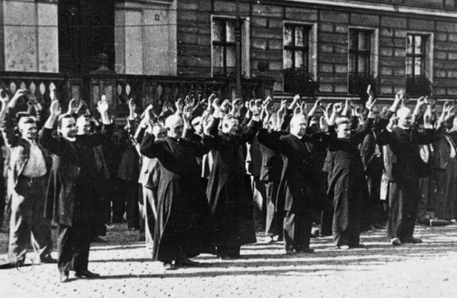 nazi_henretter_polakker_for_at_hjaelpe_joeder