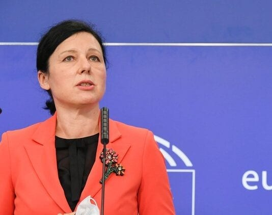 Vera Jourova vil indlede sag mod Polen