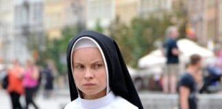unge-polakker-fravælger-kirken