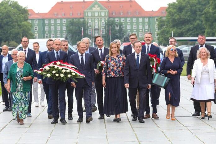 corona Donald Tusk